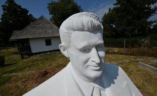 Détesté de son vivant, le mégalomaniaque dictateur roumain Nicolae Ceausescu (1918-1989) est devenu une attraction touristique: après sa maison natale et ses villas, l'endroit où il fut exécuté sera bientôt ouvert au public.