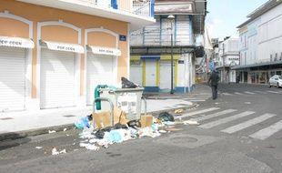 Les rues de la capitale économique de Guadeloupe sont vides, désertes et sales, au vingt-sixième jour de grève générale.