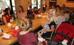 Les mamans mumaround du 16e arrondissement ont pris l'habitude de se réunir chaque mardi matin dans un café du quartier.