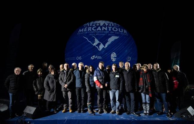 Charles-Ange Ginésy (au centre avec la manche tricolore), entouré par les maires des communes concernées par la Rice