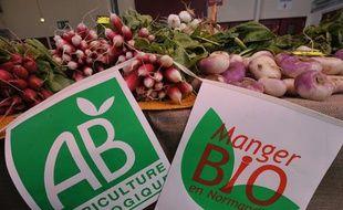 Des légumes bio au marché de Caen en mai 2008.