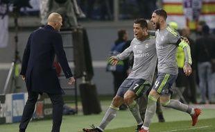 La joie de Ronaldo et Sergio Ramos et Zidane après l'ouverture du score madrilène contre la Roma (0-2), le 17 février 2016.
