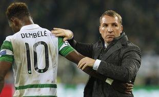 Brendan Rodgers et Moussa Dembélé à la fin du match entre le Celtic Glasgow et le Borussia Moenchengladbach, le 1er novembre 2016.