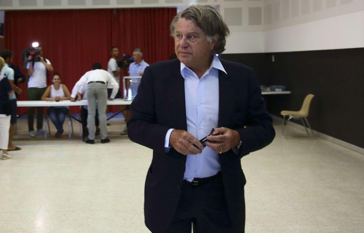 Gilbert Collard (FN), réélu député, vote au second tour des élections législatives dans la 2e circonscription du Gard. – LODI Franck/SIPA