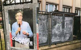 L'image de François Fillon disparaît des panneaux d'expression libre de la ville de Puteaux (Illustrations)