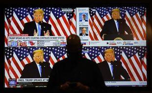 Un discours de Donald Trump est retransmis à Las Vegas, le 3 novembre.