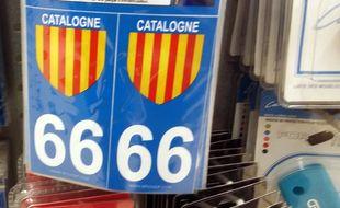 Des stickers affichant les couleurs catalanes