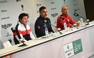 Sébastien Grosjean avec les capitaines serbe et japonais à Madrid.