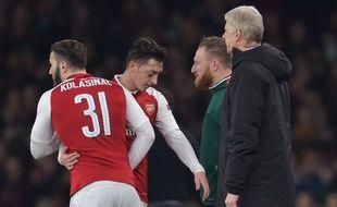 Mesut Ozil et Sead Kolasinac sous le maillot d'Arsenal, ici en mars 2018.
