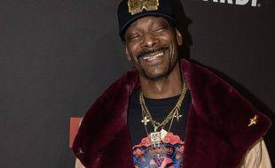 Le rappeur tête en l'air Snoop Dogg