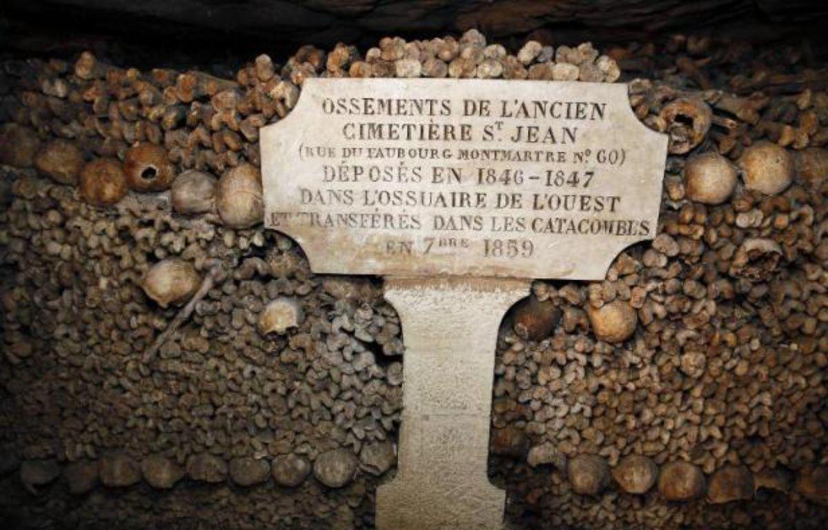 Mur d'ossements dans les Catacombes de Paris – Patrick Kovarik AFP