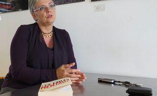 """Jeanne Auber, maman d'une jeune fille handicapée mentale, publie un livre, """"Les exilés mentaux"""" dénonçant le départ en Belgique des nombreux handicapés. Le 8 octobre 2014 à Paris."""
