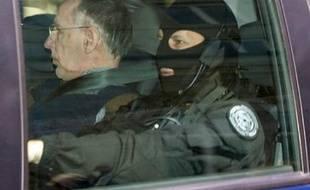 Michel Fourniret et Monique Olivier ont été condamnés jeudi à Charleville-Mézières à payer un total d'environ 1,5 million d'euros aux familles de leurs victimes, lors de l'audience d'intérêts civils au lendemain du verdict pénal.