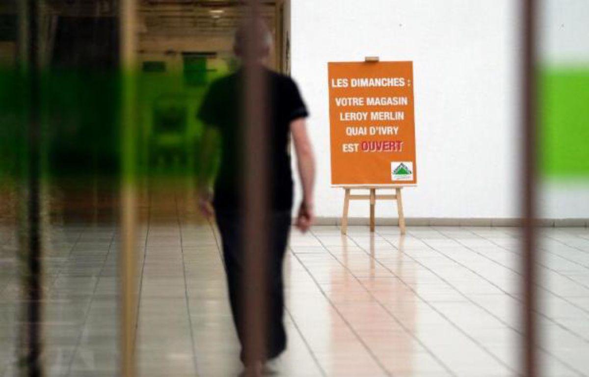 """La ministre des Affaires sociales Marisol Touraine a annoncé dimanche que Jean-Marc Ayrault réunirait lundi """"les ministres concernés"""" pour voir comment """"faire éventuellement évoluer les choses"""" dans le dossier du travail dominical, alors que quatorze magasins de bricolage ont bravé l'interdiction d'ouvrir. – Kenzo Tribouillard AFP"""