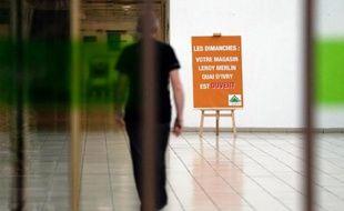 """La ministre des Affaires sociales Marisol Touraine a annoncé dimanche que Jean-Marc Ayrault réunirait lundi """"les ministres concernés"""" pour voir comment """"faire éventuellement évoluer les choses"""" dans le dossier du travail dominical, alors que quatorze magasins de bricolage ont bravé l'interdiction d'ouvrir."""