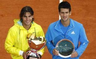 Nadal et Djokovic après la finale remportée par l'Espagnol 6-3, 2-6, 6-1 à Monte-Carlo le 19 avril 2009.