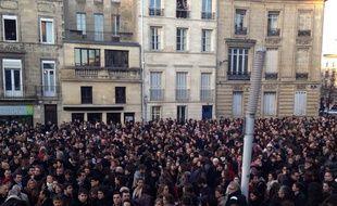 Plus de 2000 personnes rassemblées en soutien à Charlie Hebdo.