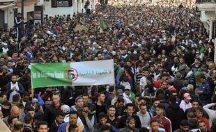 Des centaines de milliers d'algériens ont manifesté contre un cinquième mandat d'Abdelaziz Bouteflika et pour un changement politique, à Alger le 1er mars 2019.