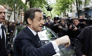 Le président-candidat Nicolas Sarkozy devant son QG de campagne à Paris, le 23 avril 2012.