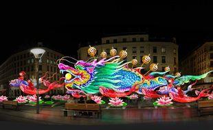 Les lanternes de Zigong sur la place de la République lors de la Fête des lumières 2016.