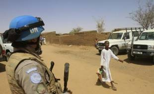 Les agresseurs inconnus qui ont tué samedi sept Casques bleus tanzaniens dans la région soudanaise du Darfour étaient lourdement armés, a déclaré dimanche à l'AFP le chef de la Mission de l'Union africaine et des Nations unies au Darfour (Minuad).