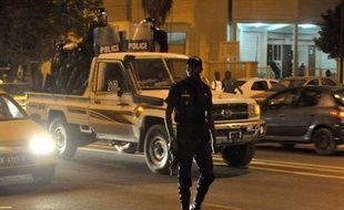 """La police sénégalaise a empêché mardi des jeunes du collectif de rappeurs """"Y'en a marre"""" d'organiser un sit-in permanent à Dakar pour tenter de relancer la mobilisation contre le président Abdoulaye Wade, plus que jamais en campagne pour la présidentielle du 26 février."""