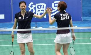 Les joueuses de badminton en double Miyuki Maeda (à g.) et Satoko Suetsuna lors d'un match aux Jeux asiatiques à Guangzhou, en Chine, le 13 novembre 2010.