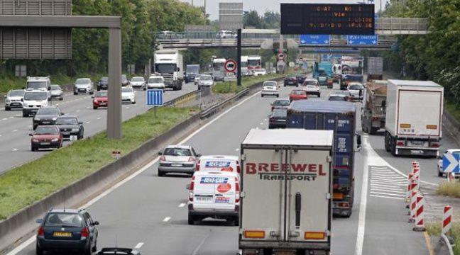 Illustration: des camions transportent des marchandises sur l'autoroute A1. – M.LIBERT/20 MINUTES