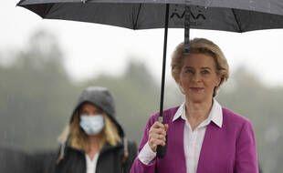 Ursula von der Leyen, la présidente de la Commission européenne, a sorti son parapluie.