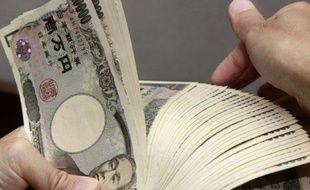 La Banque centrale du Japon (BoJ) a décidé mercredi d'étendre l'ampleur et la durée de son programme central d'assouplissement monétaire pour encourager l'activité nippone affectée par le ralentissement mondial.