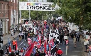 Des centaines de partisans des mouvances d'extrême-droite américaine se sont retrouvés à Charlottesville (Virgine), le 12 août 2017. Des échauffourées ont éclaté avec les militants anti-fascistes.