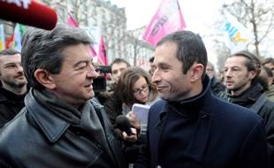 Les hommes politiques Jean-Luc Mélenchon et Benoît Hamon lors d'une manifestation à Paris le 21 janvier 2010