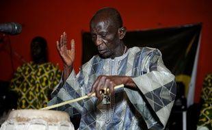 Le percussionniste sénégalais Doudou Ndiaye en avril 2013 à Dakar.