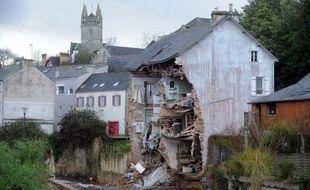 Après un réveillon de Noël à la bougie pour des milliers de personnes, environ 20.000 foyers devaient encore passer une nuit sans électricité, principalement en Bretagne où la décrue s'est amorcée et le nettoyage a commencé mercredi.