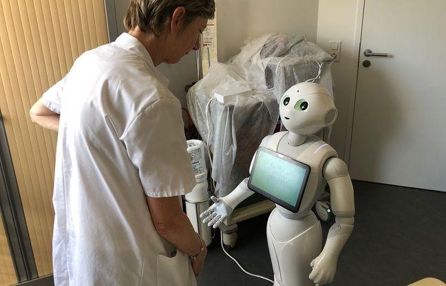 A l'hôpital Foch, un petit robot Pepper, permet de donner des informations aux patients sous forme de quiz pour savoir comment se préparer avant une opération.