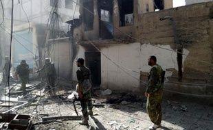 Un attentat à la voiture piégée a été perpétré mardi près d'un barrage des forces de l'ordre syriennes dans une zone au sud de Damas où l'armée continuait de se déployer en masse pour tenter d'en chasser les rebelles