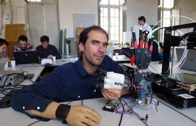 Nicolas Huchet planche sur son projet de main bionique depuis près de deux ans.