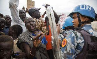 Des soudanais du sud manifestent lors d'une visite de l'ambassadeur américain, le 25 octobre 2017.