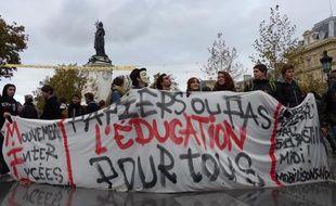 Les lycéens parisiens manifestent contre les expulsions d'éléves sans papier, le 4 novembre 2013.