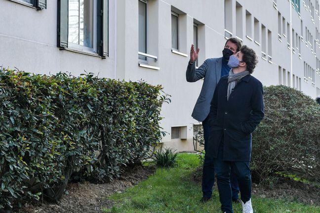 Les écolos Yannick Jadot et Julien Bayou à Fresnes, le 1er mars 2021.