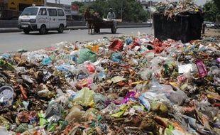 """Les villes du monde entier ont intérêt à se préparer à mieux évacuer leurs ordures si elles veulent limiter les dégâts de la """"crise qui se profile"""" en matière de gestion des déchets, selon un rapport de la Banque mondiale."""
