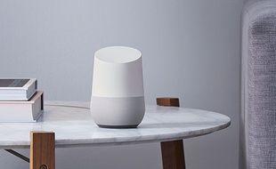 L'enceinte connectée Google Home, dévoilée à la conférence Google I/O, le 18 mai 2016.