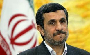 Le président iranien Mahmoud Ahmadinejad a quitté dimanche matin Téhéran pour une tournée de cinq jours dans quatre pays d'Amérique latine (Venezuela, Nicaragua, Cuba et Equateur), afin de renforcer les liens entre l'Iran et ces pays, au grand dam des Etats-Unis.