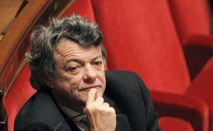 """Jean-Louis Borloo """"ne devrait pas se rendre"""" au meeting de Nicolas Sarkozy dimanche à Villepinte, a affirmé samedi à l'AFP un proche du président du Parti radical."""