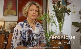 Véronique, la maman d'un jeune parti en Syrie témoigne dans une campagne vidéo choc.