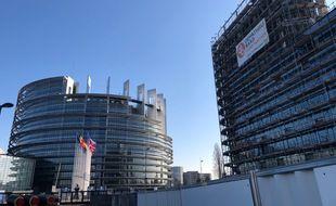 """A côté du Parlement européen, ce bâtiment """"Osmose"""" en construction devrait accueillir des membres des institutions européennes."""