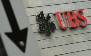 Le logo d'UBS sur une banque, à Zurich, en Suisse.