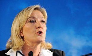 """La présidente du Front national (FN), Marine Le Pen, a estimé mercredi à Courrières (Pas-de-Calais) que la """"bonne nouvelle"""" de l'absence de Martine Aubry au gouvernement ressemblait """"à un réglement de comptes"""" au sein du Parti socialiste."""