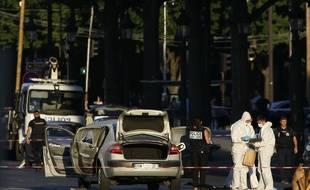 Un homme de 31 ans, islamiste radicalisé, a foncé lundi 19 juin avec sa voiture chargée d'une bonbonne de gaz et d'armes sur des gendarmes sur les Champs-Élysées à Paris.