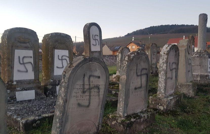 VIDEO. Cimetière juif profané en Alsace : Macron dénonce « l'antisémitisme », Castaner attendu sur place